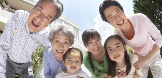 三世代家族の幸せな写真