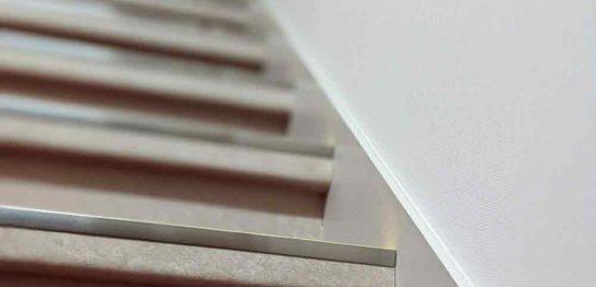 階段歩行に挑戦するイメージ