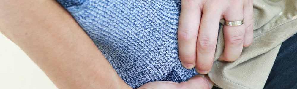 尖足予防のためのストレッチ施術中の足
