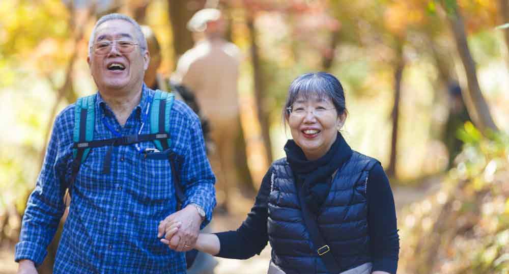 仲良しの高齢者夫婦のイメージ