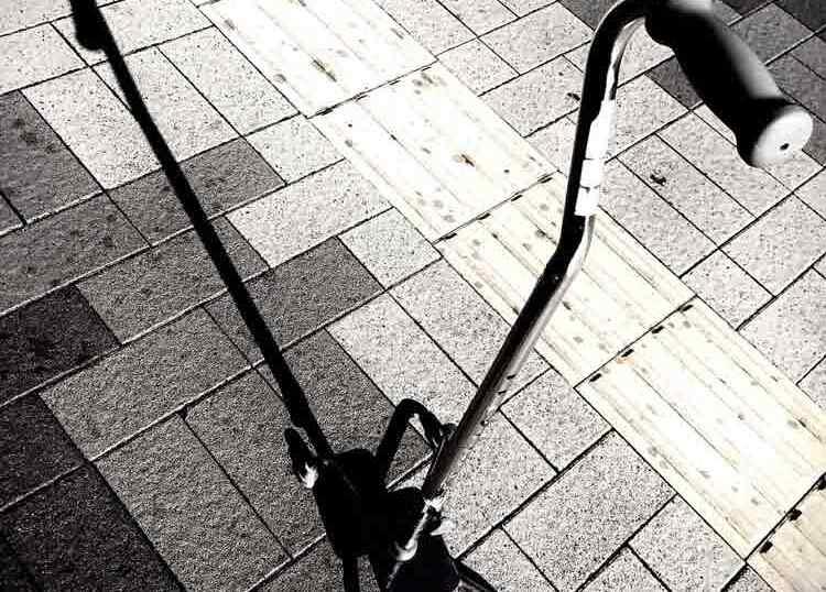 屋外にある四点杖