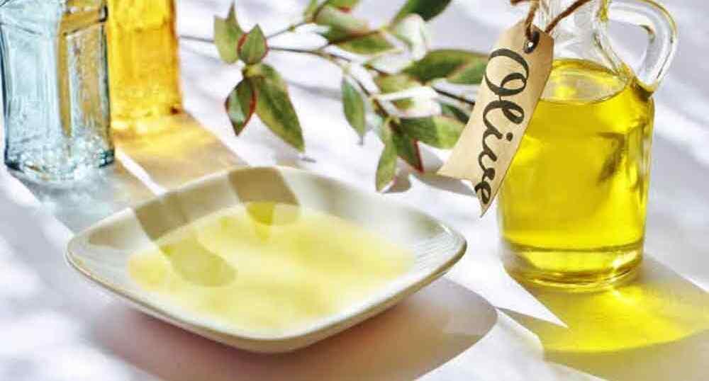 脂質の大切さを示すオイル