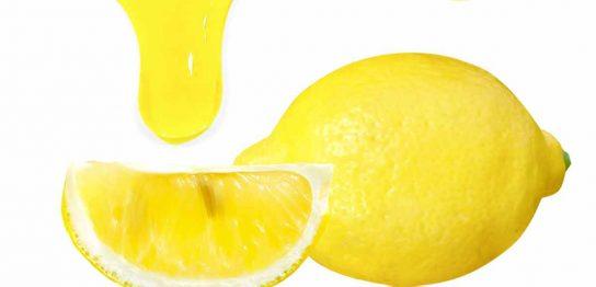 カットされたレモンと果汁